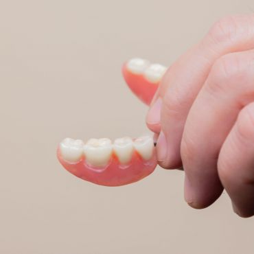 What to Expect When Wearing Your Dentures, the First Time